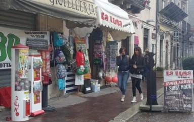 L'Aquila, negozi del centro storico vuoti dopo l'estate