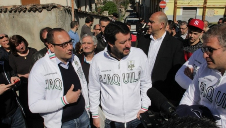 L'Aquila, il ritorno di Salvini tra selfie, autografi e proteste