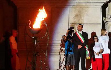 Perdonanza, il fuoco del Morrone illumina L'Aquila