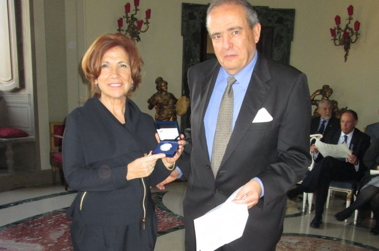 Consolato di Spagna, Paola Elia lascia