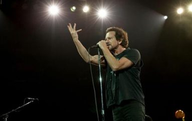 Pearl Jam, a Roma con Imagine per #apriteiporti