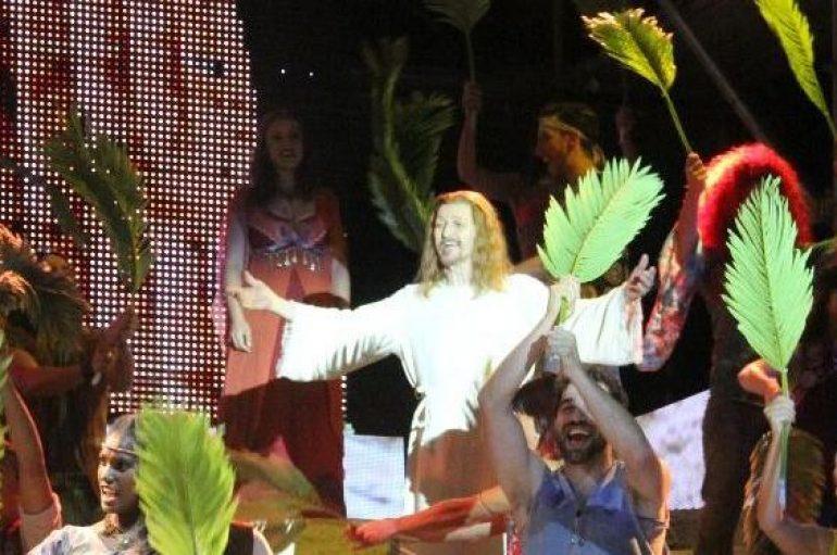 A migliaia in piazza per Ted-Jesus Superstar