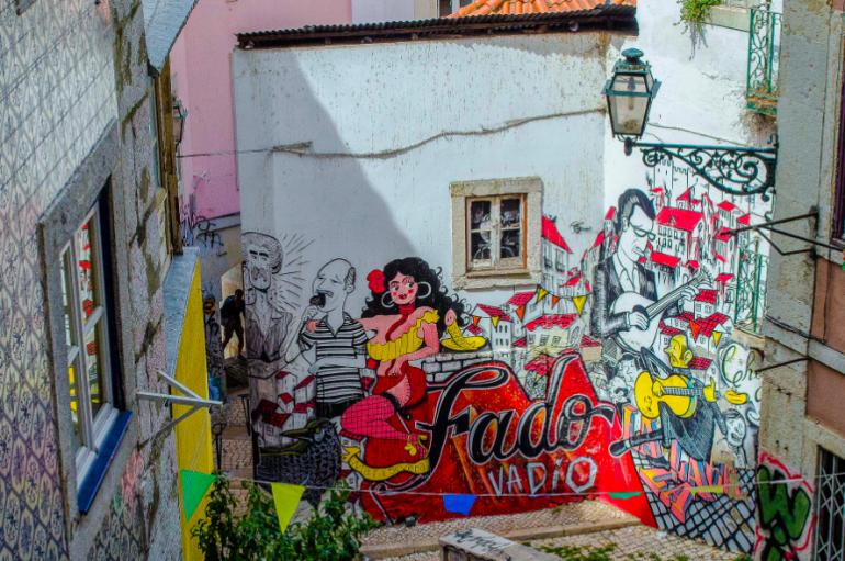 Lisbona, street art tra le luci delle città invisibili