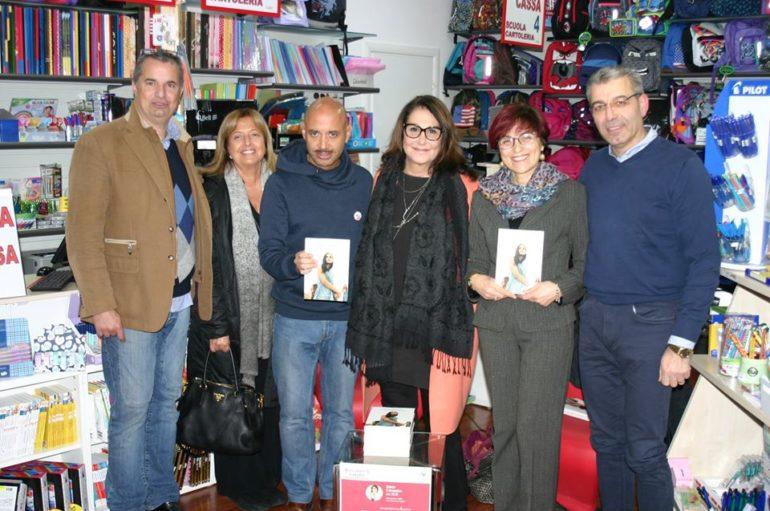 Daria Colombo e l'Italia di chi guarda la luce