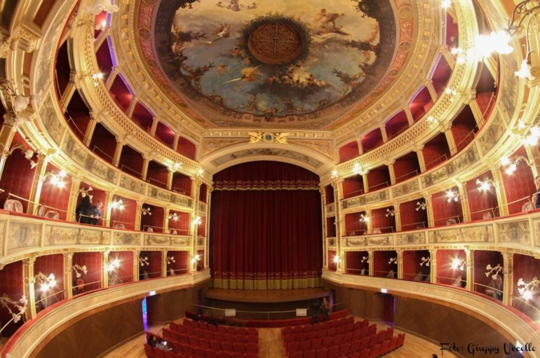 Coronavirus, teatri e cinema fermi sino al 3 aprile