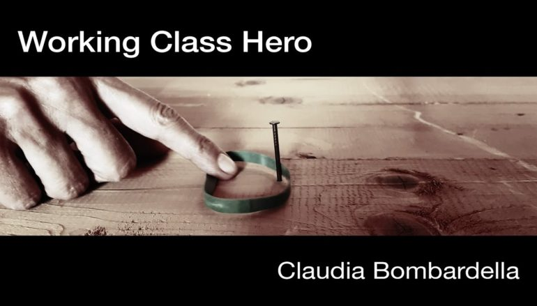 Working Class Hero tra urgenza e memoria