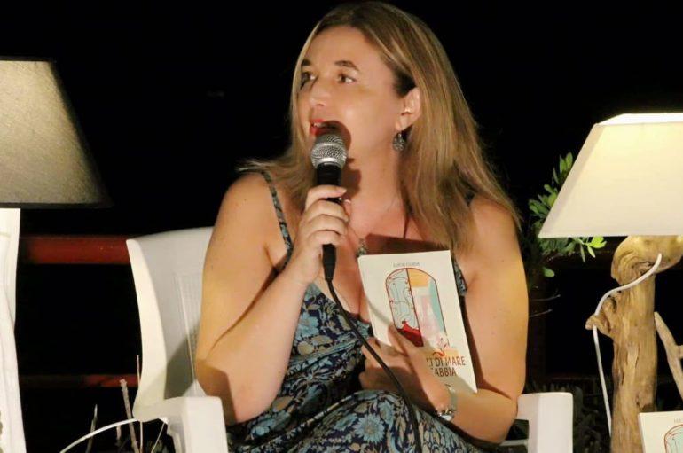 """""""Come gigli di mare tra la sabbia"""", il romanzo di Lucia Guida: finestre su un presente fragile"""