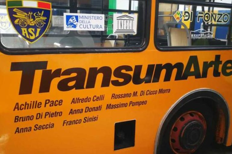 TransumArte, il bus diventa un museo itinerante